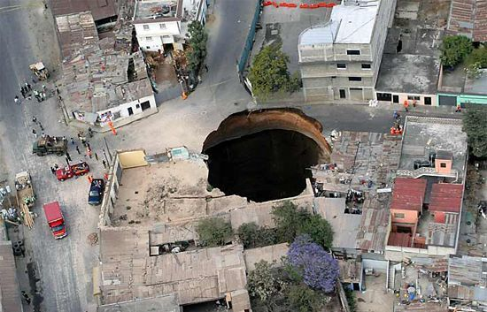 http://tymask.files.wordpress.com/2008/06/guatemala-gigantic-hole.jpg